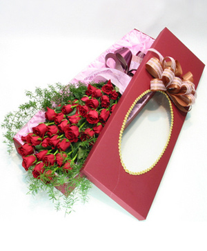 Red Rose 33 Gift Box